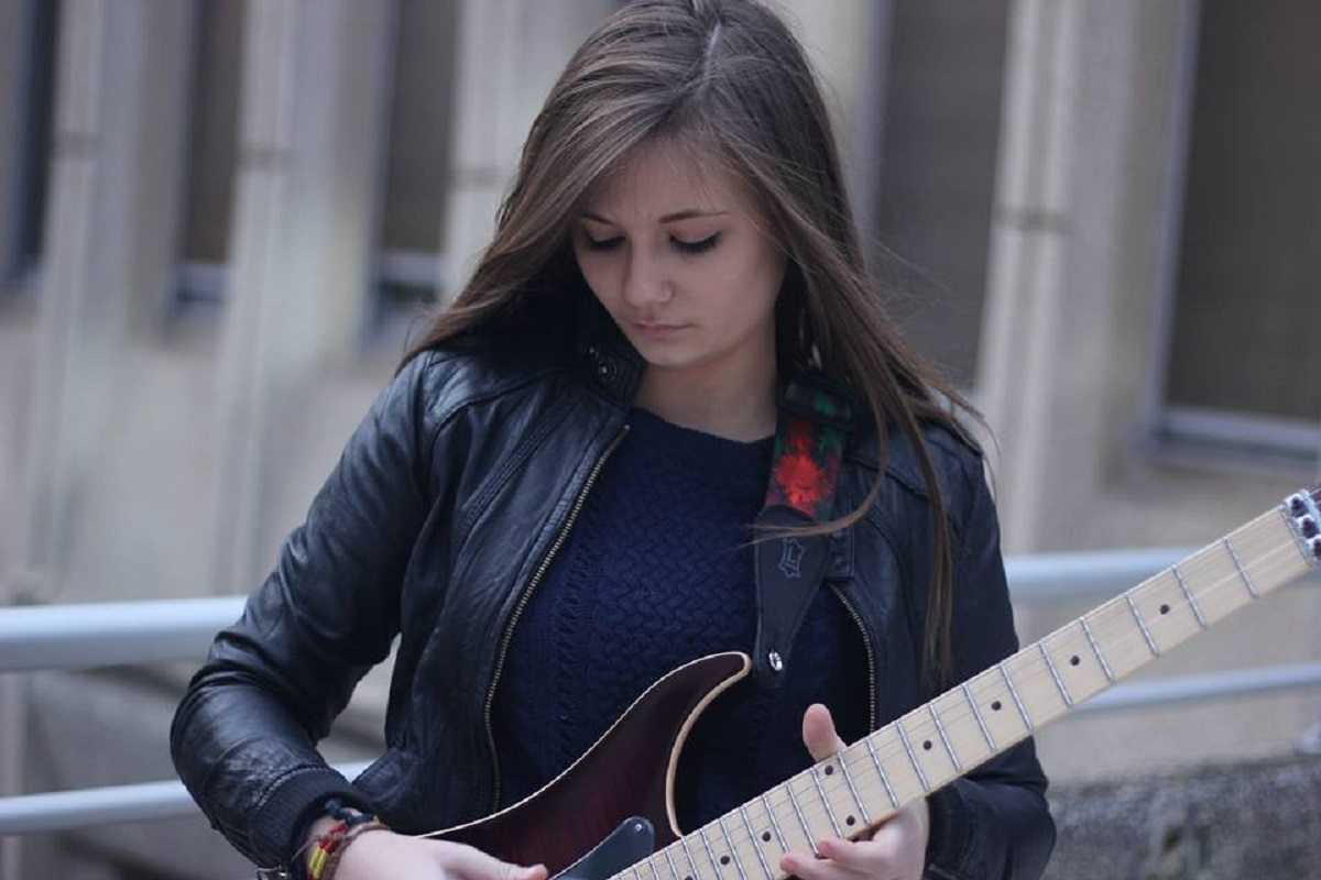 15 year old guitarist tina s from paris featured 2
