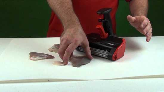 Skinzit the best and fastest way to skin your fish for Skin it fish skinner