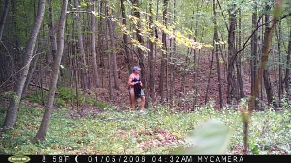 Funny-and-crazy-trail-cam-pictures-021
