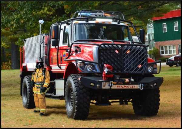 Meet The Bulldog 4x4 Fire Truck pics 002