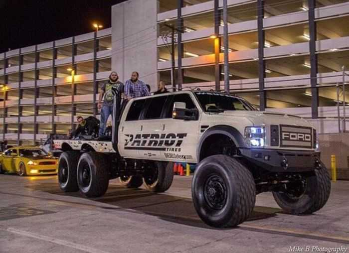 Meet The Super Six - The Six Door Ford F-550 Heavy D And DieselSellerz SEMA 2015 Build pictures 001