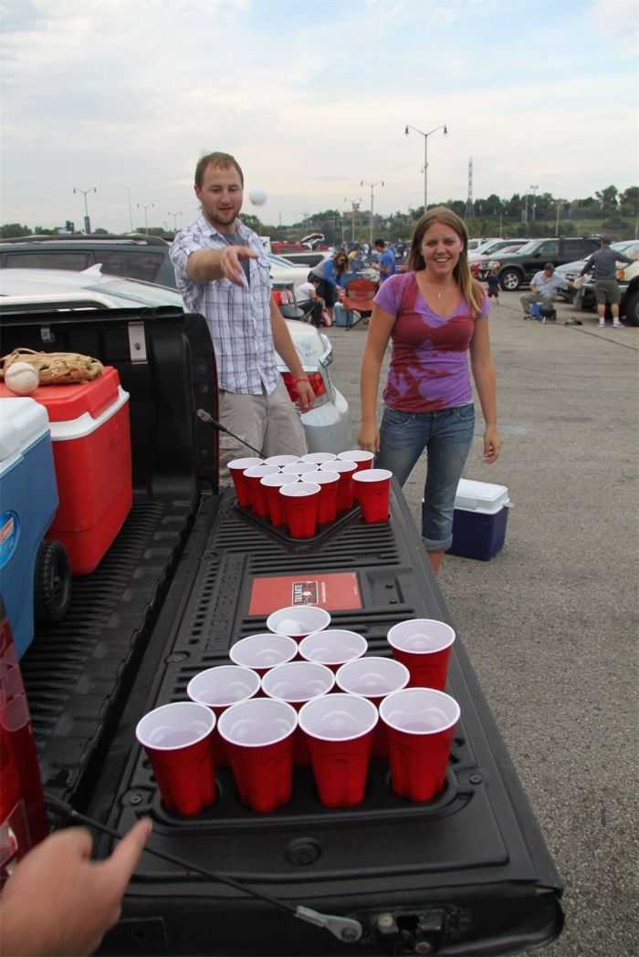 The Penda Tailgate Beer Pong Table pictures 001