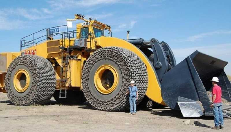 meet the world s largest front end loader the letourneau l 2350