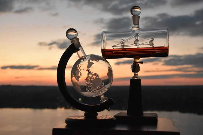 Ship In A Bottle Whiskey Decanter And Dispenser pictures 002