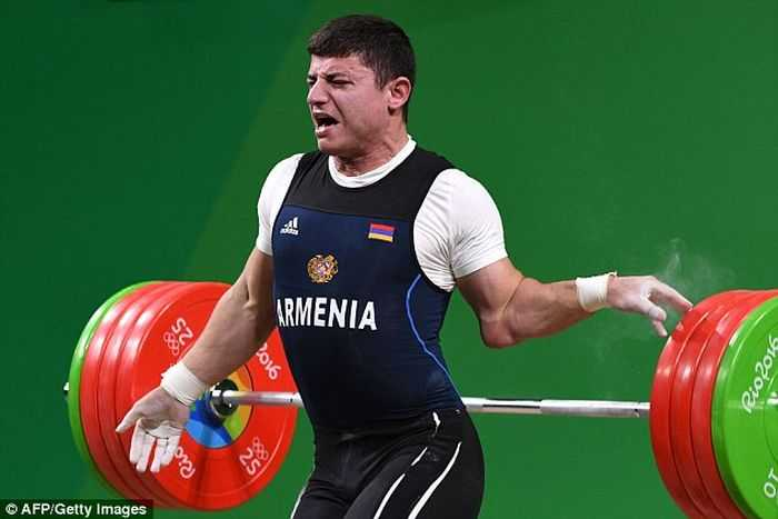 Armenian Olympic Weightlifter Andranik Karapetyan's Arm Snaps Trying To Lift 429lbs pictures (1)