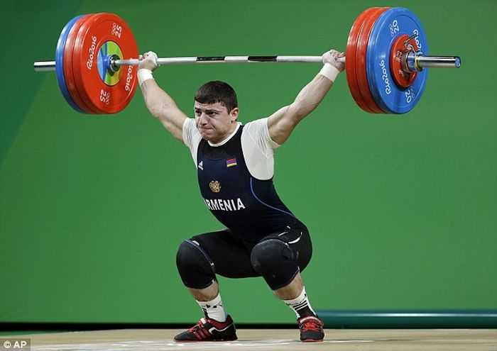 Armenian Olympic Weightlifter Andranik Karapetyan's Arm Snaps Trying To Lift 429lbs pictures (2)
