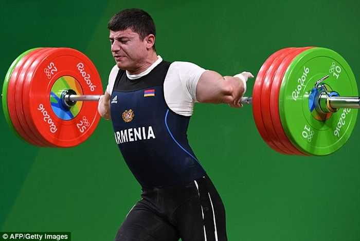 Armenian Olympic Weightlifter Andranik Karapetyan's Arm Snaps Trying To Lift 429lbs pictures (3)