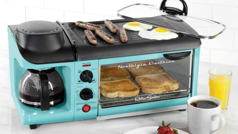 this-retro-breakfast-station-cooks-bacon-eggs-toast-and-coffee-all-at-once-featured