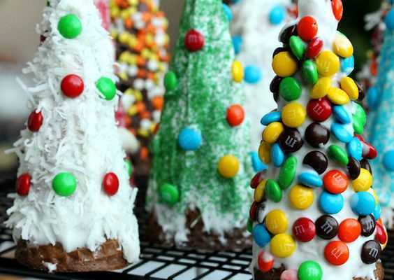 Gingerbread House Decorated Christmas Tree Hack