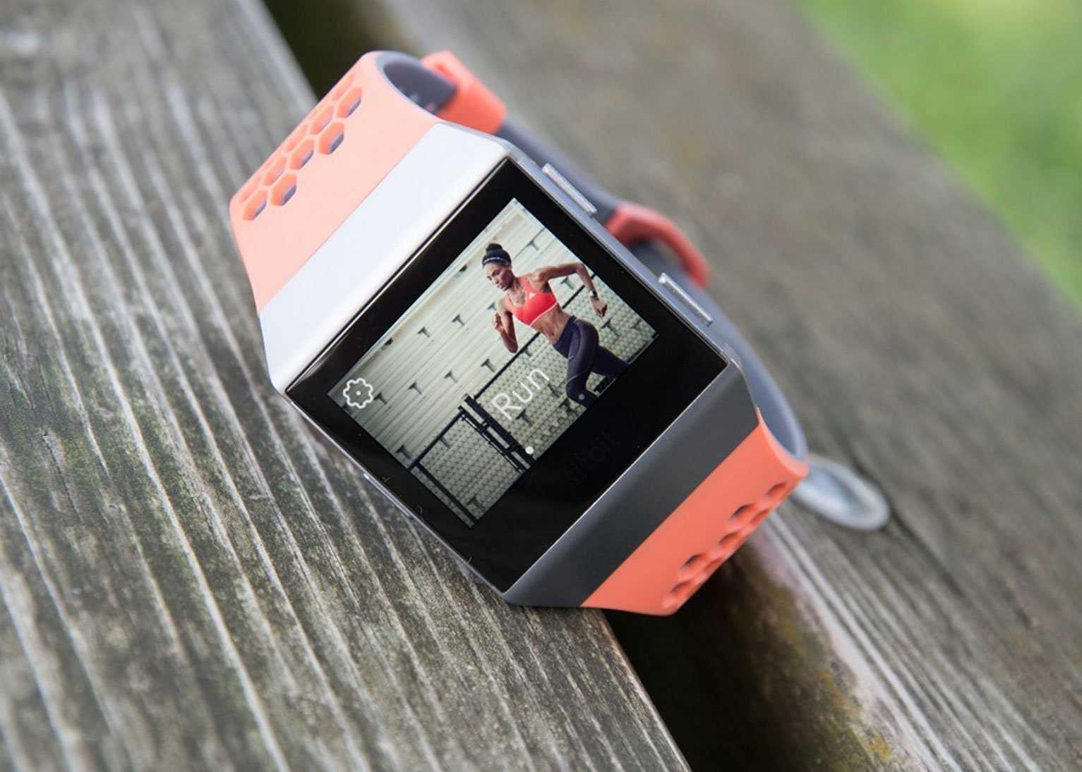 fitbit ionic with peach strap