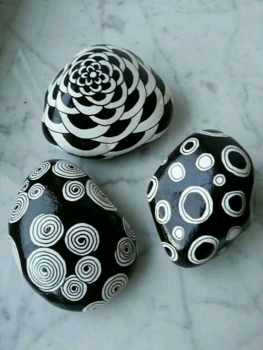 Painted Rock Ideas Easy - Black And White