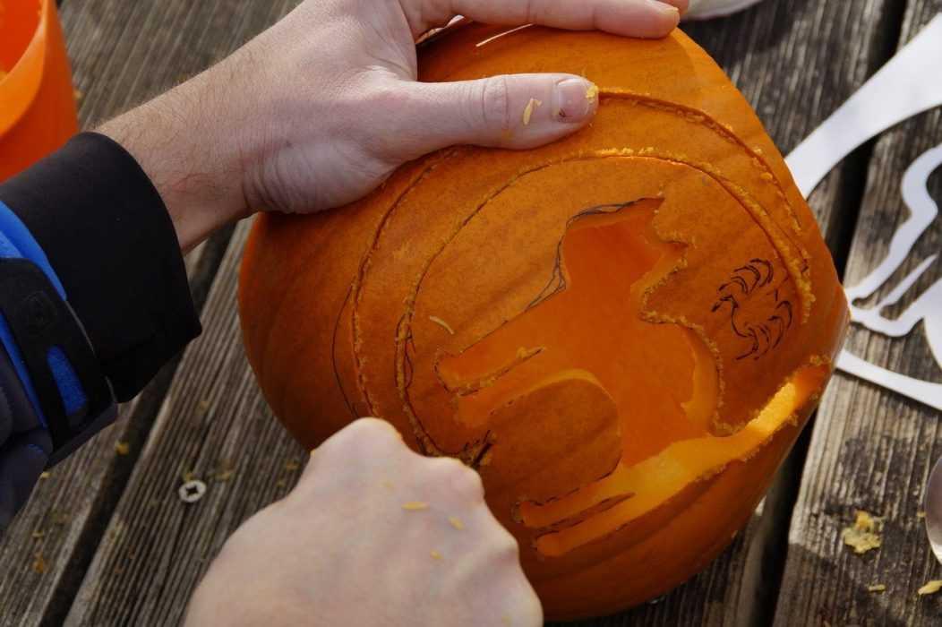 fall activities for kids - carve pumpkin
