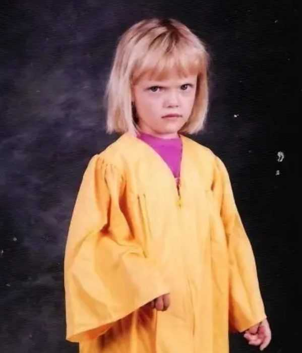 school picture fail meme of a girl who clearly didn't graduate